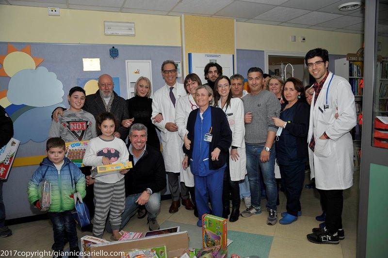 """""""Cenando Sotto Un Cielo Diverso: Doni Ai Bimbi Dell'ospedale Santobono Pausilipon"""""""
